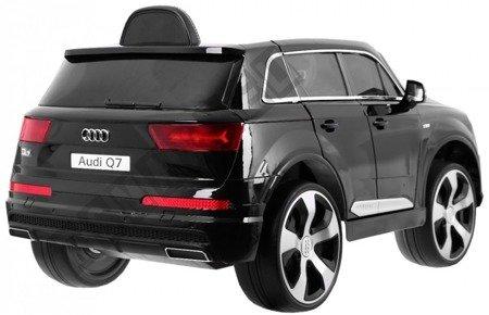 Car on Audi Q7 battery black