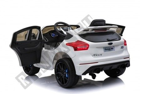 Auto auf Batterie Ford Focus RS 2 Motoren weiß